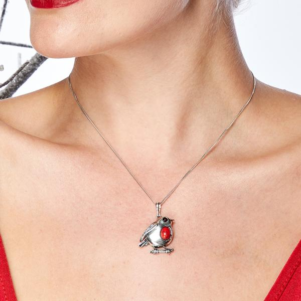 rockin robin pendant on model