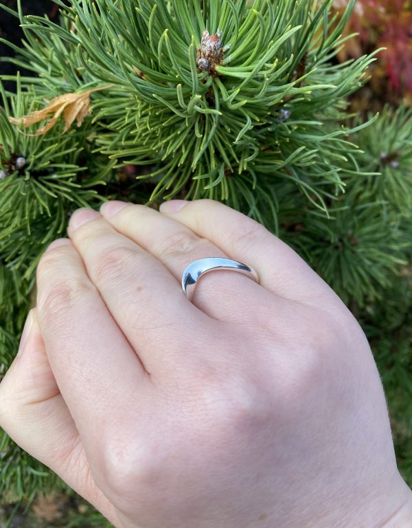 silver wave ring v close